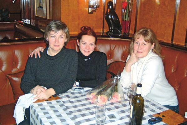 Людмила с сестрой Светланой и Мариной Анисиной