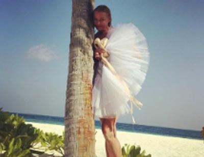 Анастасия Волочкова на Мальдивах ходит в пуантах и пачке