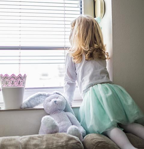 Сотрудники медицинского учреждения уже год пытаются решить судьбу ребенка