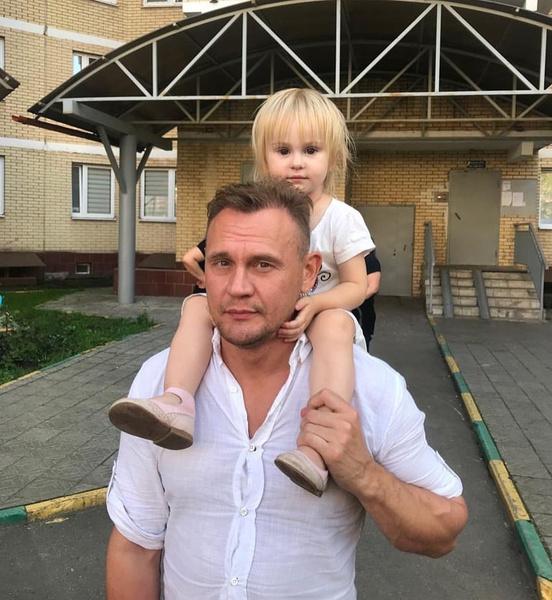 Степан Меньщиков помогает детям от бывшей жены
