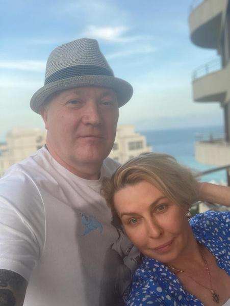 Пара прекрасно проводит время в Крыму