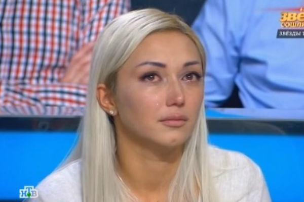 В студии Диана не могла сдержать слез