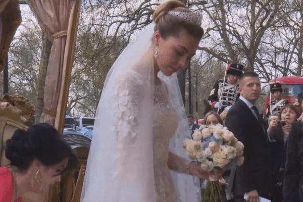 Хадижа предстала в шикарном свадебном платье