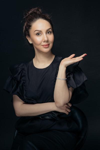От святоши до роковухи: неожиданные наряды беременной Лизы Арзамасовой