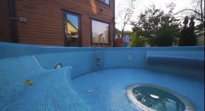 Есть даже место для бассейна