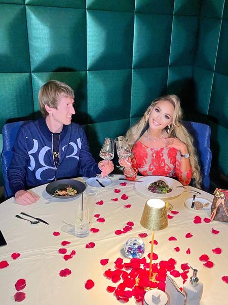13 месяцев со дня знакомства Анна и Иван отметили в ресторане в Burj Al Arab