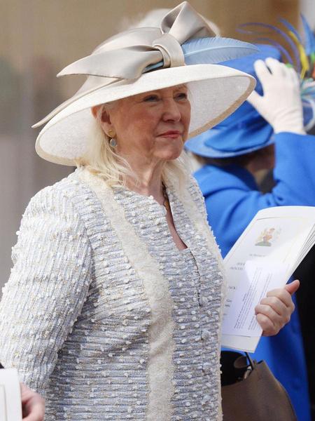 Личный стилист Елизаветы II о гардеробе королевы и розыгрышах во дворце