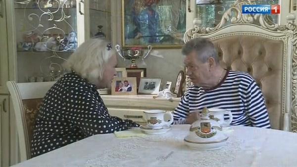 Людмила Поргина разговаривает с мужем
