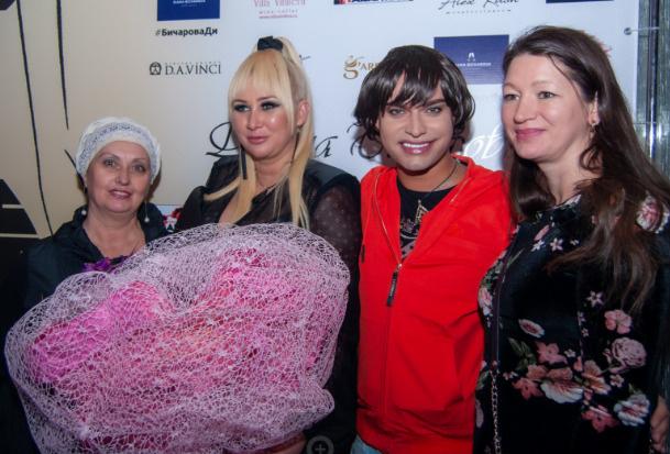 В центре внимания была именинница Диана Бичарова