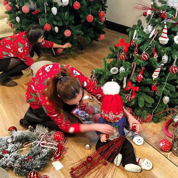 Наряжать елку Марии помогали декораторы
