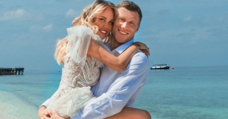 Мария и Павел Погребняк сыграли четвертую свадьбу на Мальдивах