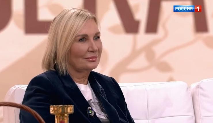 Лидия Николаевна во всем поддерживает мужа