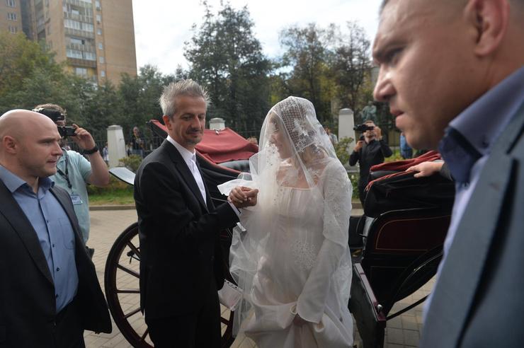 Невесту заподозрили в беременности