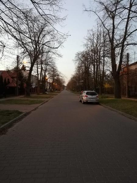 12 апреля поляки, являющиеся очень верующей нацией, отмечали Пасху. У них было три выходных. Так выглядели улицы