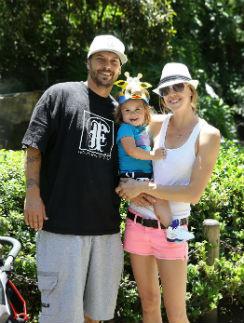Кевин Фадерлайн с женой и дочкой
