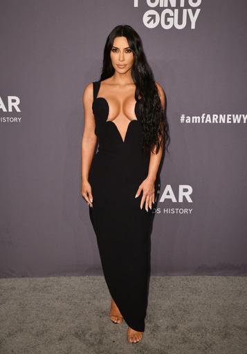 Ким Кардашьян на гала-вечере благотворительного фонда amfAR