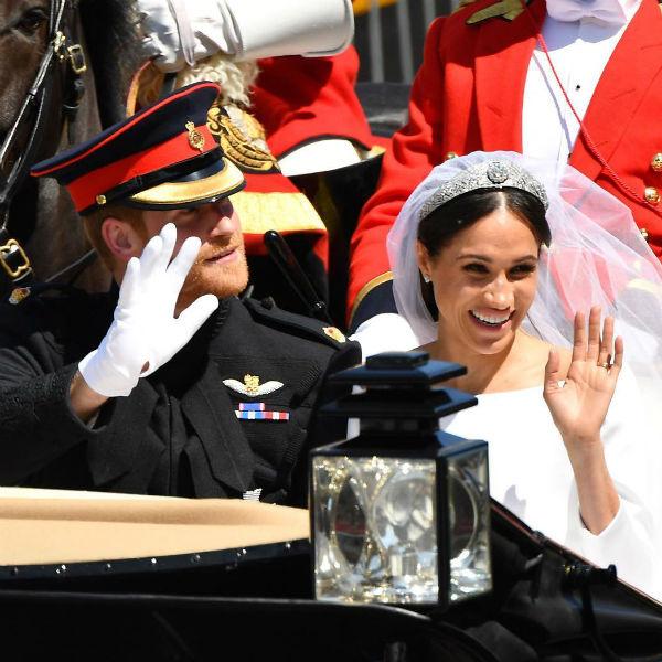 Новоявленные супруги проехали в карете по Виндзору
