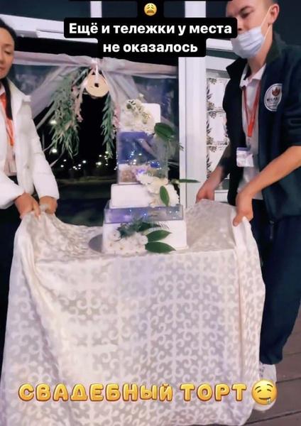Свадебный торт не понравился молодоженам