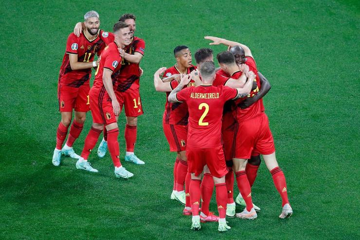 Сборная Бельгии радуется забитому голу