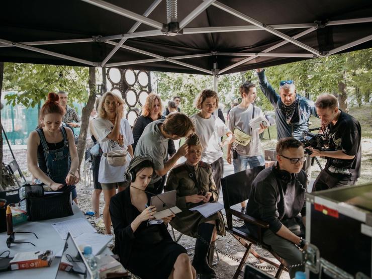 Сериал «Номинация» многие называют режиссерским дебютом Надежды, хотя она уже снимала хоррор и короткометражку