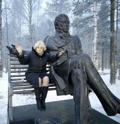 Светлана Котельникова из администрации города тоже прикоснулась к прекрасному