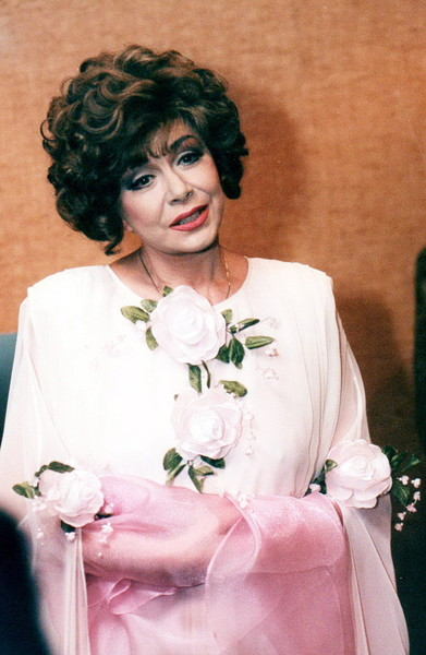 Ходили слухи, что муж скандалил с Эдитой Пьехой, подозревая ее в измене с Магомаевым