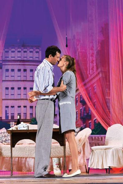 Мария Добржинская играет с мужем в одном спектакле