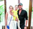 Новорожденный сын заставил Оксану Домнину и Романа Костомарова забыть обиды