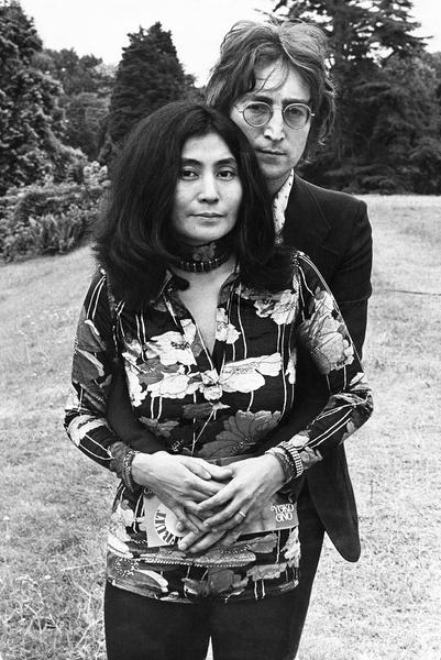 Многие ненавидели художницу Йоко Оно, считая, что она вырвала Леннона из «Битлз», однако Марк Чепмен испытывал негатив только к самому Джону
