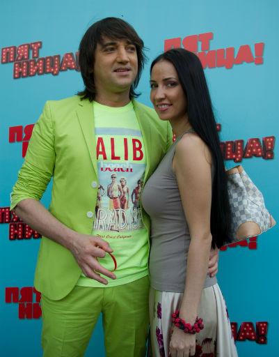 Экс-участник группы «Дискотека Авария» Николай Тимофеев со спутницей