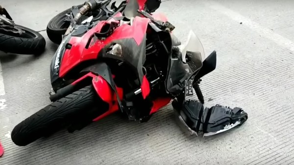 Разбитый мотоцикл Насти