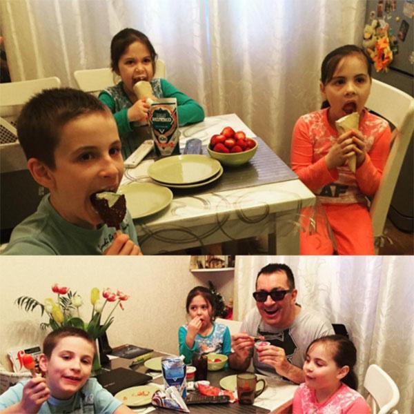 Александр Буйнов в окружении любимых внуков