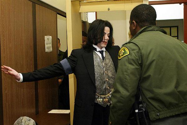 Майкл Джексон в полиции