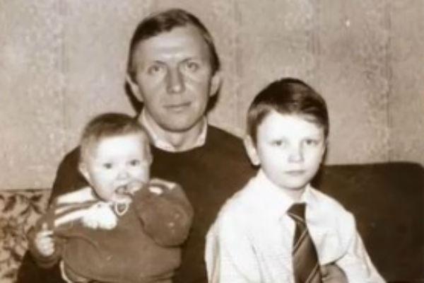 Юрий Чернов с младшими детьми