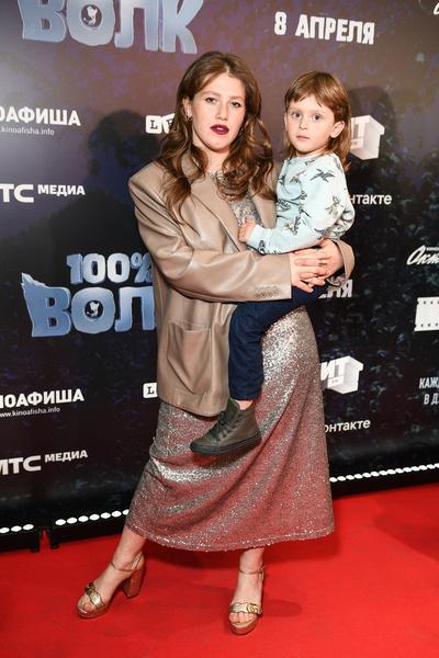 Актриса Варвара Шмыкова с сыном