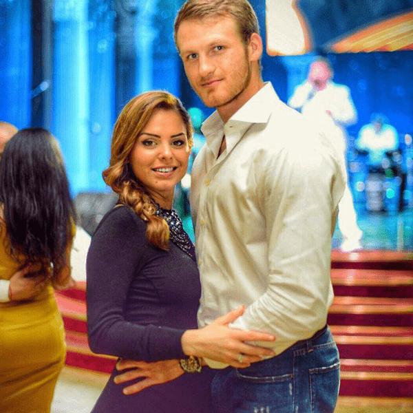Спортсмен развелся с женой ради артистки