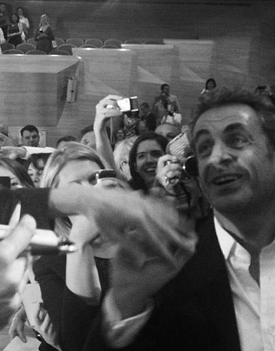 Экс-президенту Франции тоже досталась порция аплодисментов