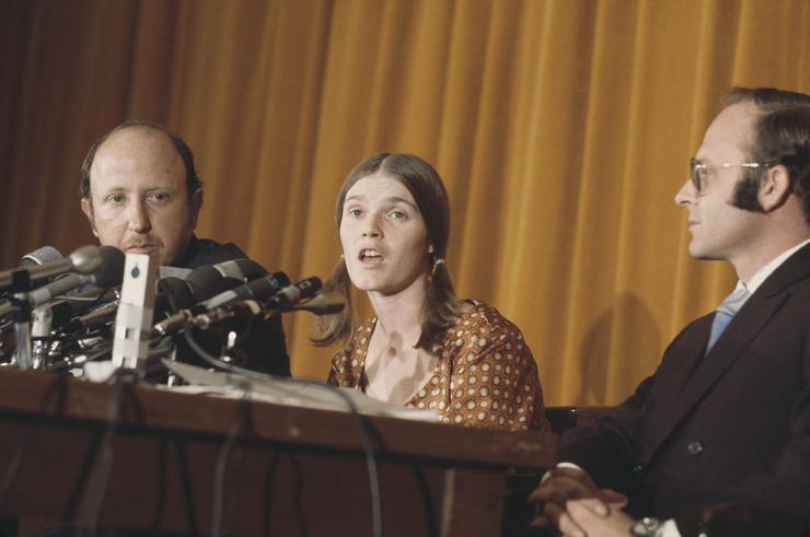 Линда Касабиан дала показания против Чарли и членов коммуны