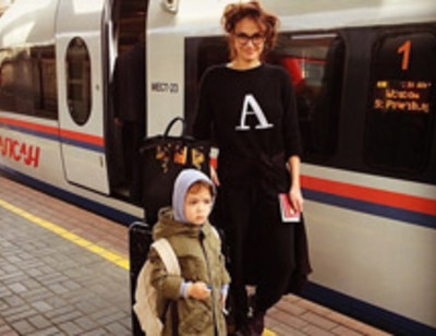 Алена Водонаева подружила сына и любовника