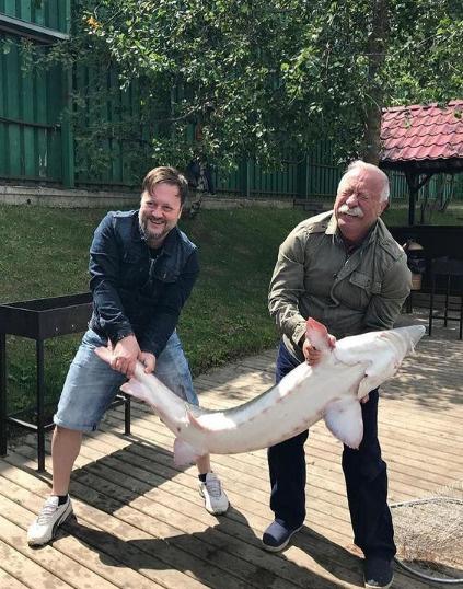 Слухи не выбивают Леонида Аркадьевича из колеи