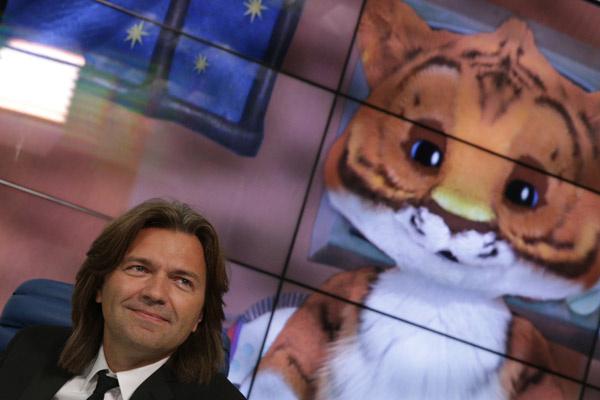 Телеведущий Дмитрий Маликов и тигренок Мур