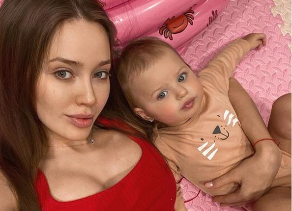 По словам Насти, будущий ребенок будет похож на старшую сестру