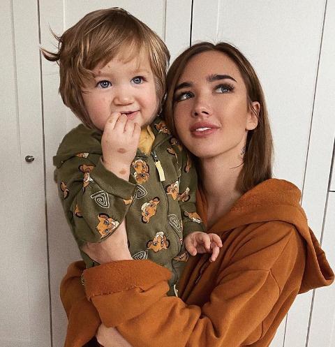 Екатерина Мезенова с сыном Максимом