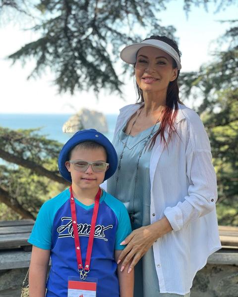 Эвелина Бледанс мечтает, чтобы к ее сыну всегда относились с уважением