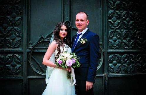 Кристина сама занималась организацией свадьбы, выбором образов. Единственное пожелание жениха – чтобы на нем были белая рубашка и классический костюм