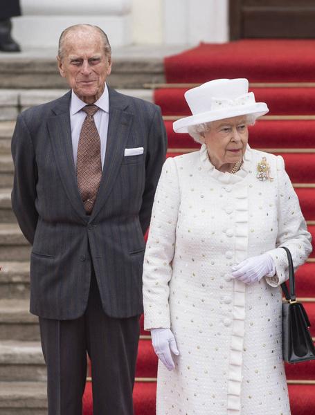 Журналистов всегда интересовали отношения королевы и ее мужа.