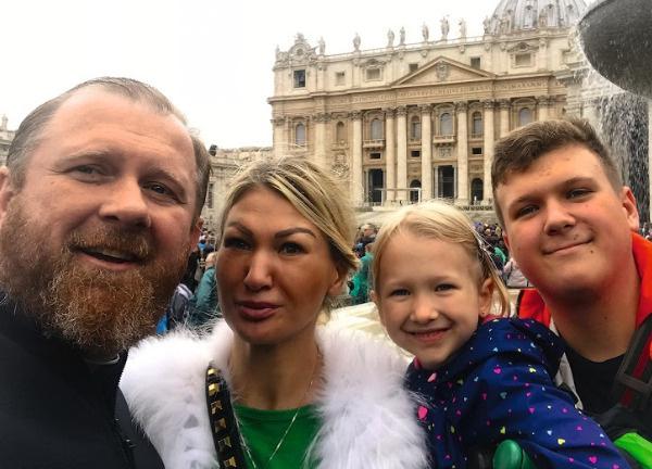 Старший сын Ивлевых Матвей в следующем году отправится учиться в Стамбул, а пока он работает у папы в ресторане