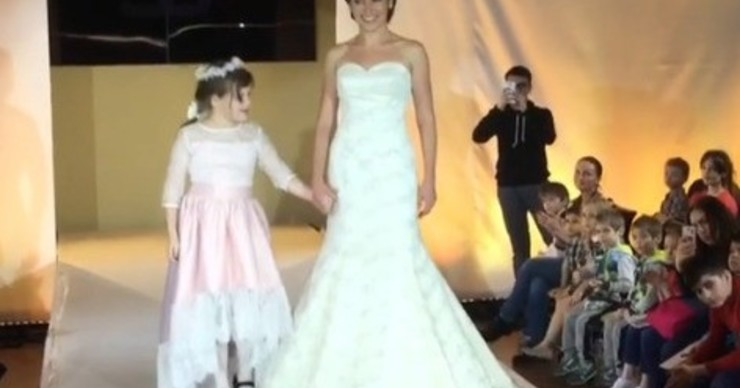 Светлана Зейналова вывела «особенную» дочь на подиум