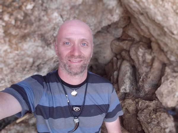 Участник «Битвы экстрасенсов» Максим Федоров: «Решая проблемы cо здоровьем, мама водила меня к целителям»