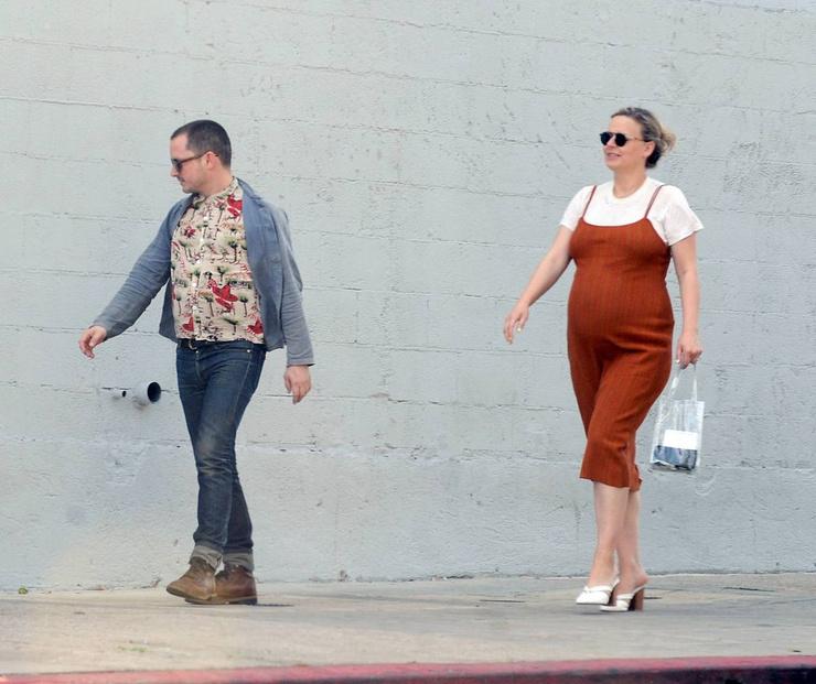 Во время беременности возлюбленной Элайджа практически ни на шаг от нее не отходил